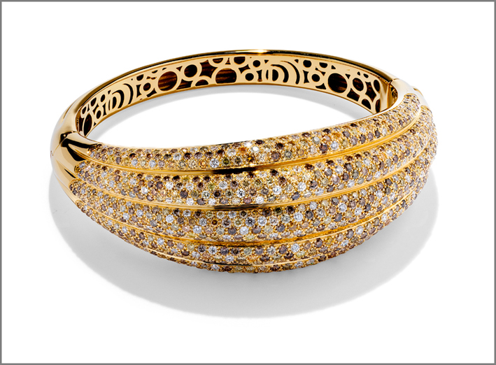 Bracciale in oro giallo e diamanti fancy