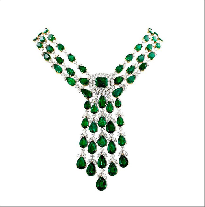 Collana con diamanti e smeraldi a goccia
