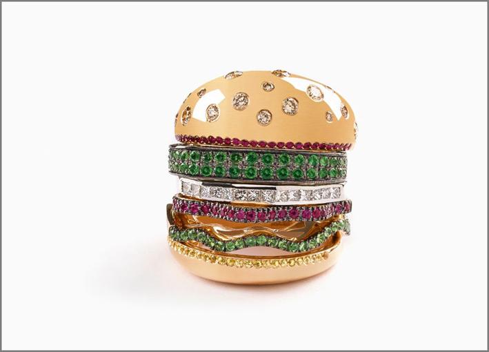 Anello in oro rosa 18 carati, oro bianco e oro giallo con dettagli in rubino, tsavorite, zaffiro e diamanti champagne. Gli anelli possono essere indossati separatamente
