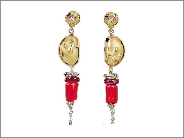 Bracciale in cuoio con perla barocca, ed elementi in oro