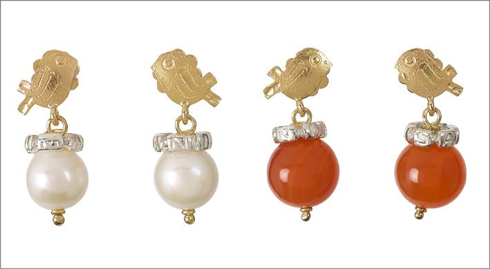 Misani, orecchini in oro con corniola o perla bianca