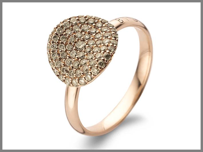 Anello in oro rosa con diamanti brown