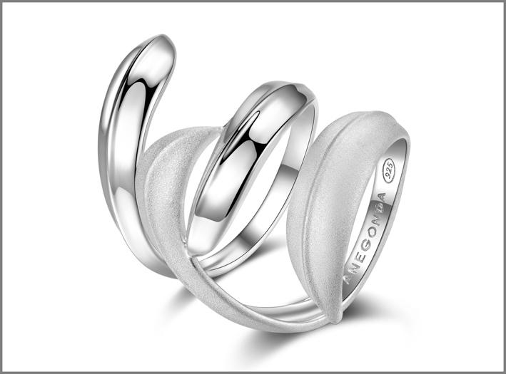 Pianegonda, anello in argento lucido e sabbiato