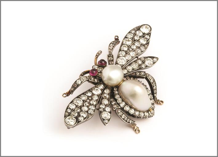 Spilla Calabrone firmata Fabergé con diamanti, rubini e perle