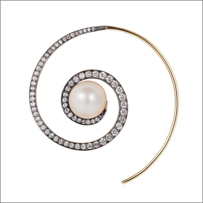 Orecchino a spirale con pietra luna, oro e diamanti