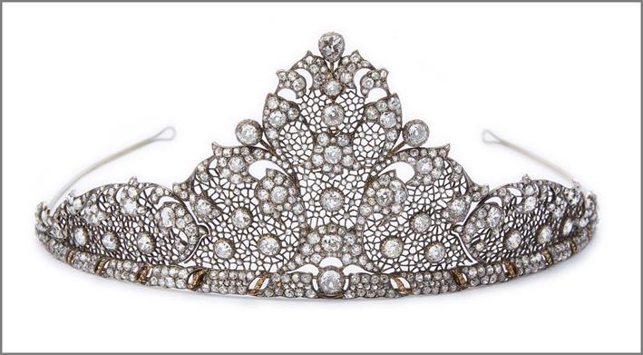 Mario Buccellati, tiara sforata a tulle in argento platinato e foderato di oro giallo, incassato con diamanti taglio brillante e taglio rosa, 1929