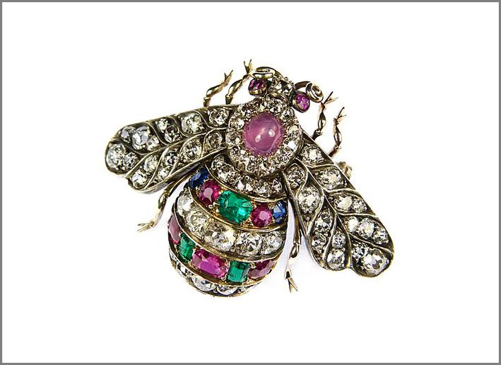 Spilla Ottocento con diamanti, rubini, smeraldi, zaffiri