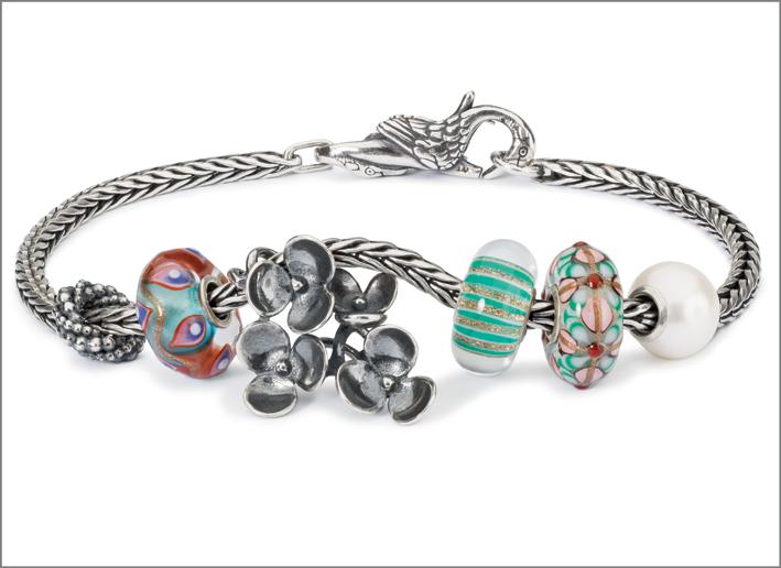 Bracciale in argento con perline in vetro colorate