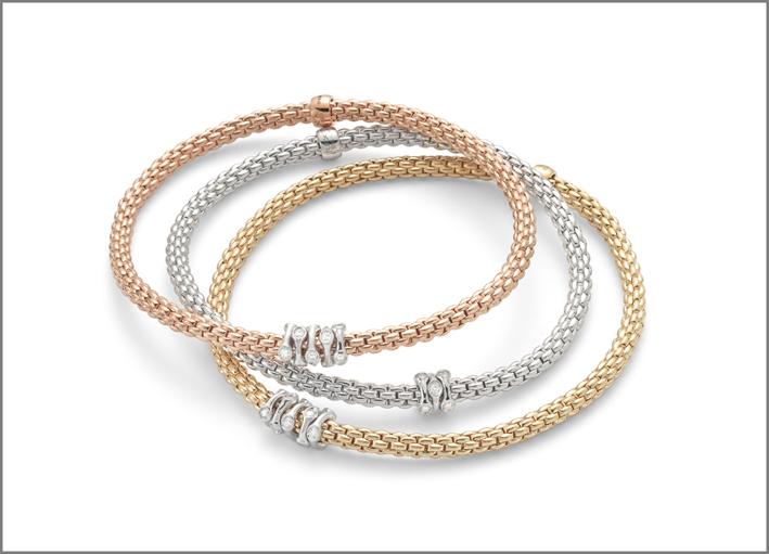 Bracciali in oro rosa, bianco e giallo della collezione Prima
