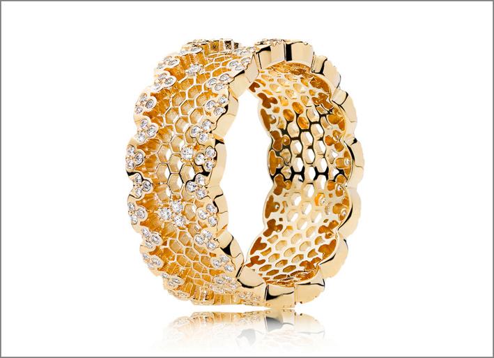 Anello Alveare della collezione Shine. Prezzo: 149 euro