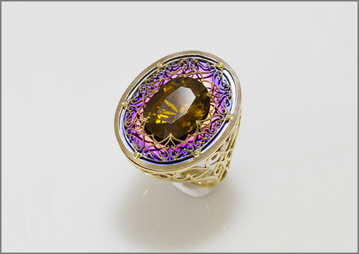Anello in oro, titanio, tanzanite, zaffiro, citrino