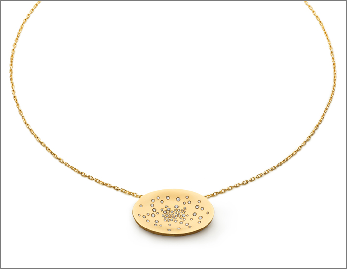 Large pendant, yellow gold and stars diamonds