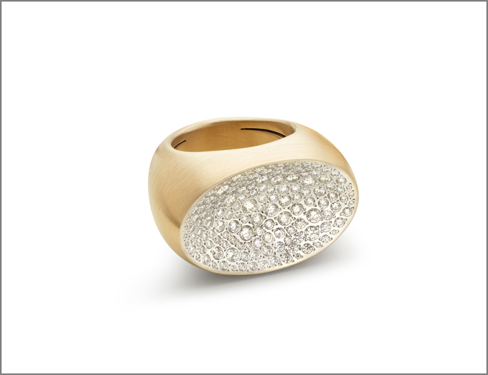 Large ring white matt gold and diamonds pavé