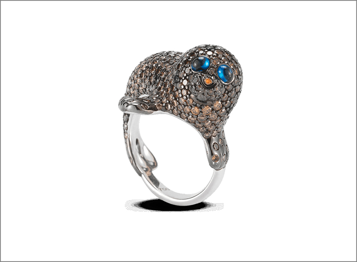 Gold Seal Ring, with diamonds and sapphires