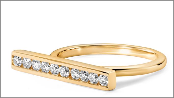 Anello in oro giallo 14 carati e diamanti. Prezzo: 1310 euro