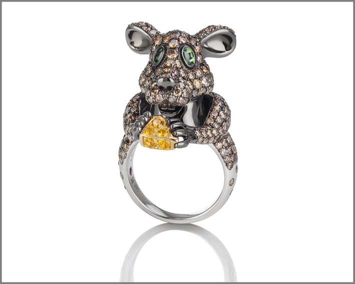 Mouse, white and black gold ring with brown diamonds, orange sapphires, prasiolite