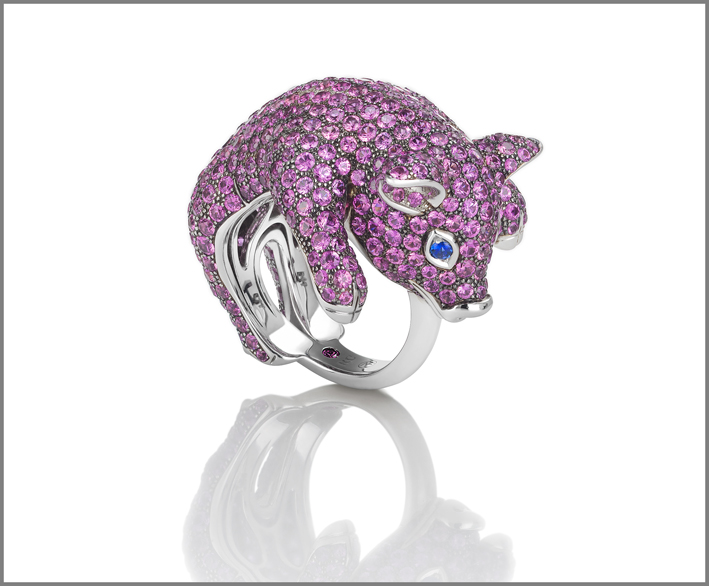 Piglet, white gold ring with pink and blue sapphires