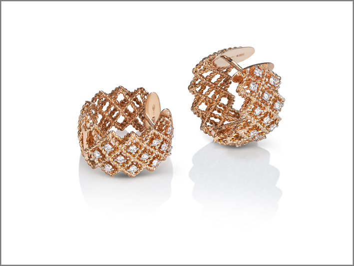 Round creole earrings in rose gold with diamonds