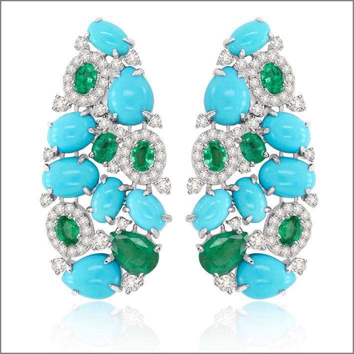 Orecchini in oro bianco con turchesi, diamanti e smeraldi