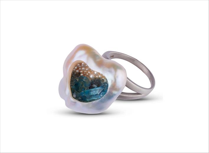 Anello con perla naturale a forma di cuore, topazio e semi di perle