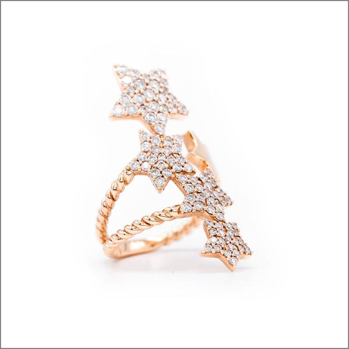 Anello in oro e diamanti della collezione Carezze