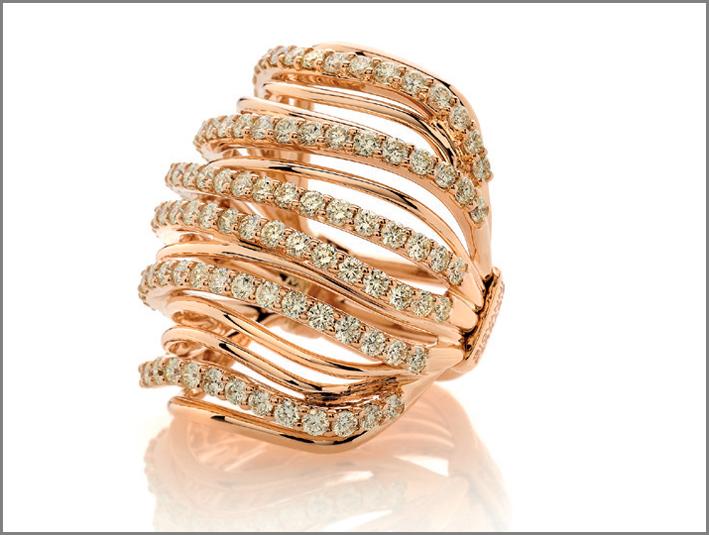 Anello in oro rosa con diamanti fancy, collezione Armonie