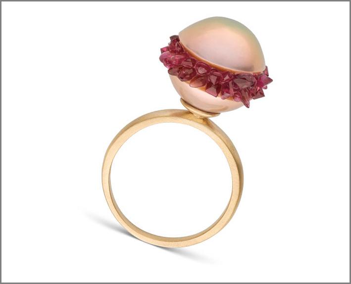 Anello con perla e rubini di Little H