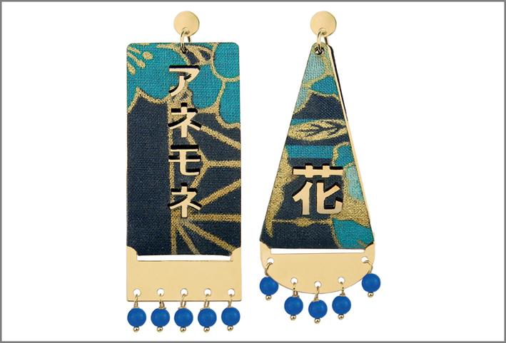Orecchini con pietre blu