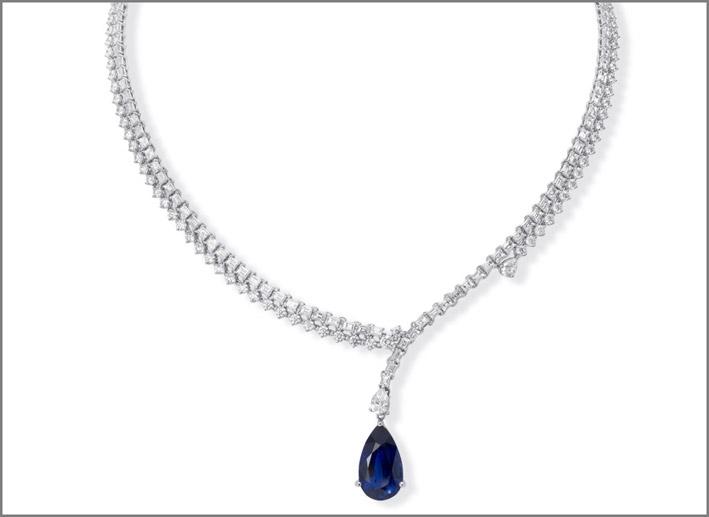 Collana di diamanti con zaffiro taglio a pera