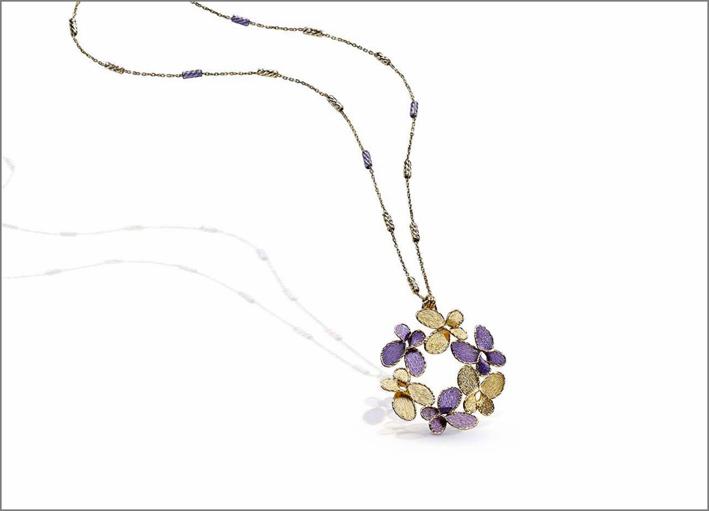 Collana con pendente a fiori