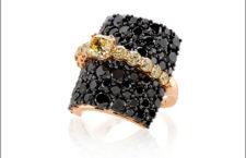 Giovanni Ferraris, anello della collezione Contrasti con pavé di diamanti neri