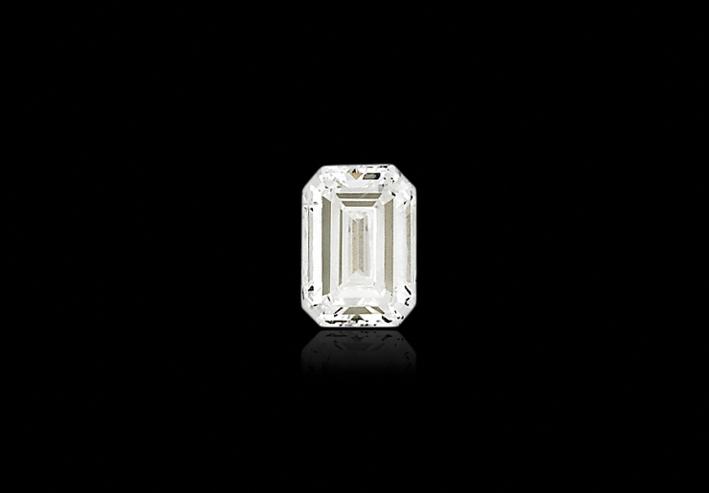 Diamante taglio smeraldo a gradini di 6,38 carati