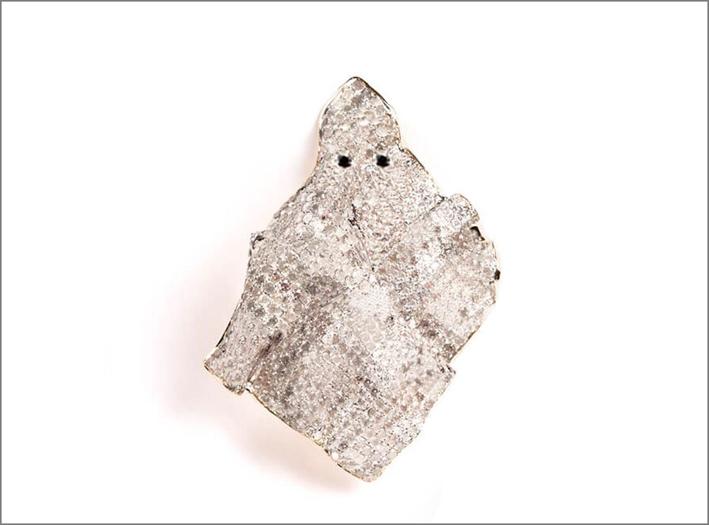 Spilla a forma di fantasma con pavé di diamanti
