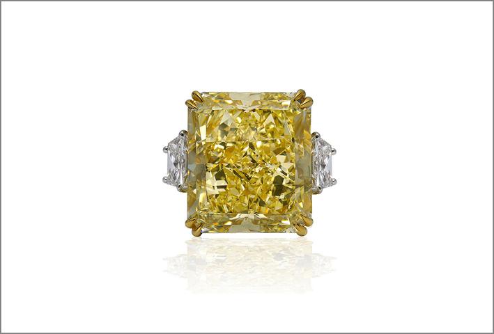 Anello con grande diamante fancy intense yellow