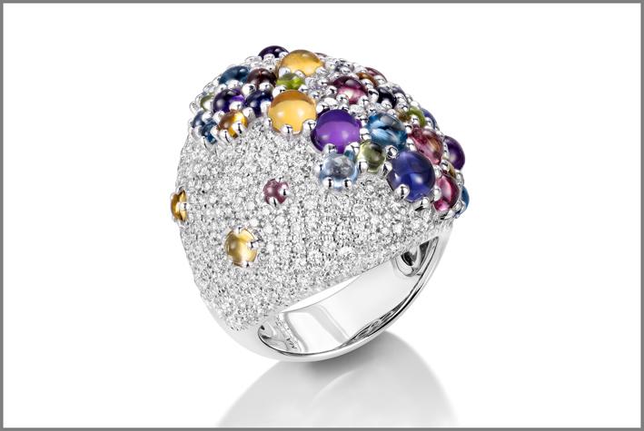 Anello della collezione Candy con pavé di diamanti bianchi e pietre cabochon