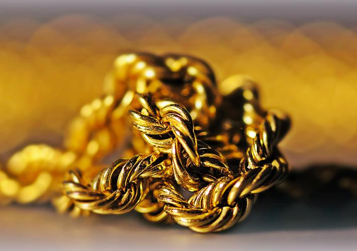 Collana in oro con nodo