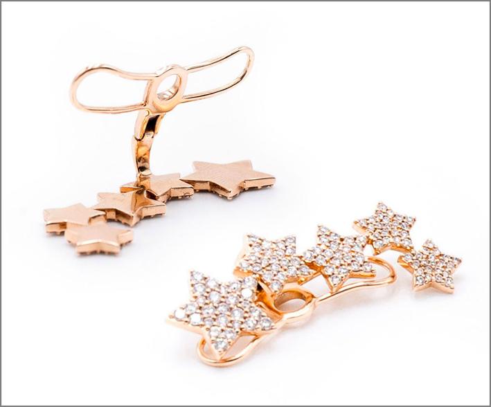 Orecchini in oro e diamanti della collezione Carezze