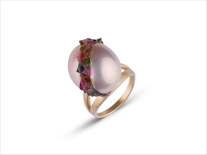 Anello con perla rosa e tormaline