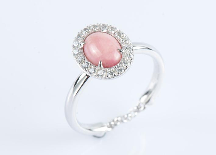 Anello in argento con quarzo rosa cabochon e zirconi bianchi pianeta venere