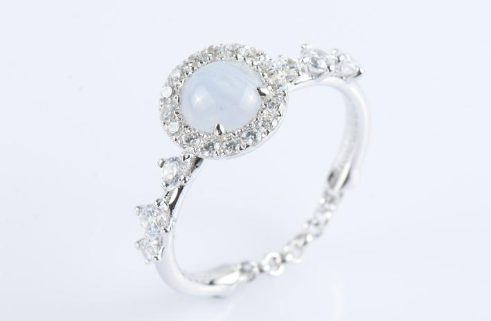 Anello in argento con agata lace cabochon e zirconi bianchi pianeta nettuno