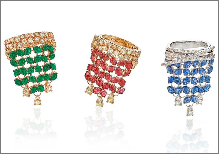 Anelli con smeraldi, rubini e zaffiri, della collezione Velvet