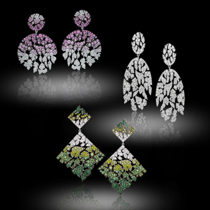 Melting Colors: orecchini in diamanti bianchi e zaffiri rosa degradé su oro bianco; orecchini in diamanti bianchi, colorati e pietre semipreziose su oro bianco; orecchini in diamanti bianchi su oro bianco. Indossando l'orecchino le parti si muovono in modo alternato