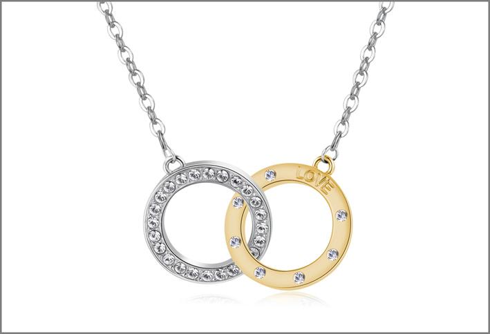 Collana in acciaio con due cerchi intrecciati in acciaio e pvd oro con incisioni sul retro, cristalli Swarovski