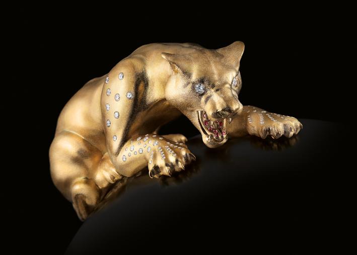 Cheetah, realizzato a mano in oro 18 carati (oltre 160 grammi), con incastonati diamanti e rubini