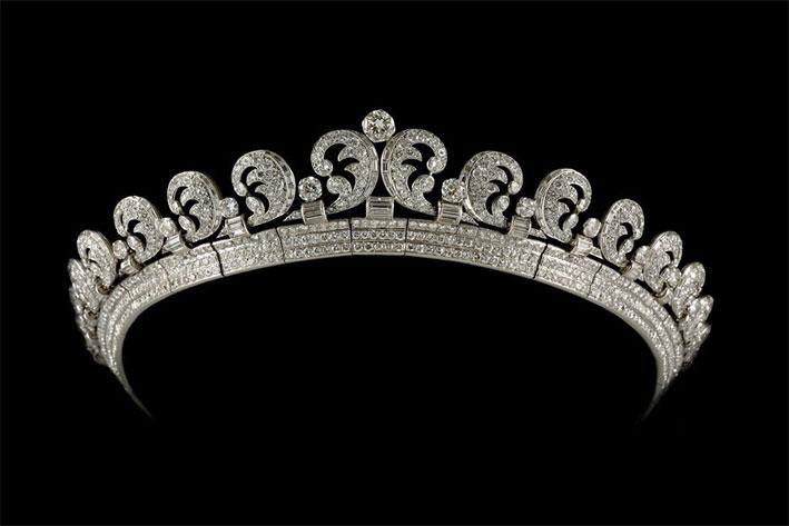 Tiara Halo con 739 diamanti tondi taglio brillante e 149 diamanti taglio baguette