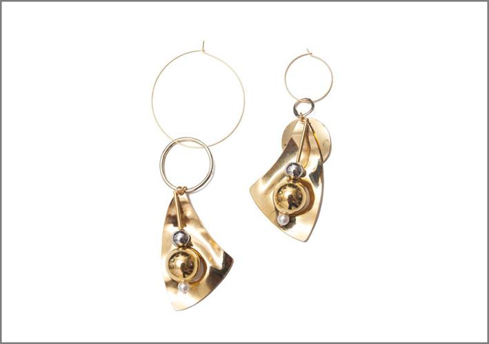Orecchini asimmetrici placcati oro 14 carati con pendenti