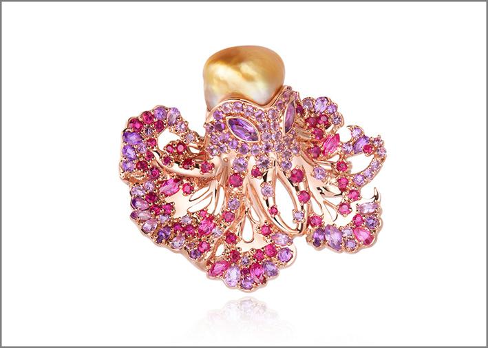Spilla con zaffiri rosa e perla dorata