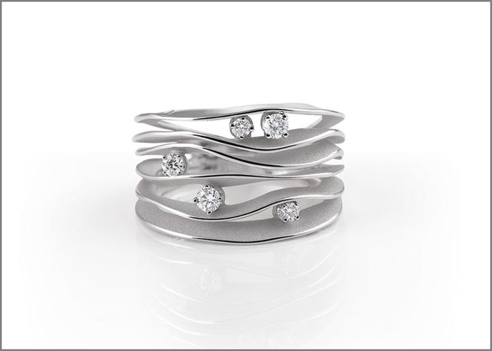 Annamaria Cammilli, collezione Dune, oro bianco, cinque diamanti