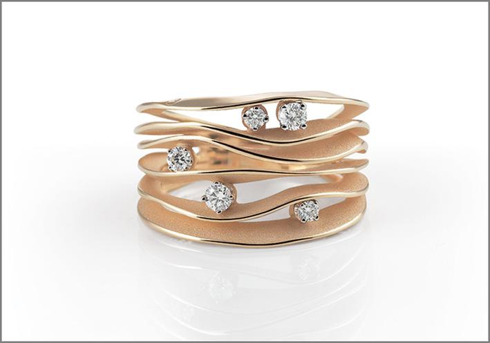 Annamaria Cammilli, collezione Dune, oro rosa e cinque diamanti