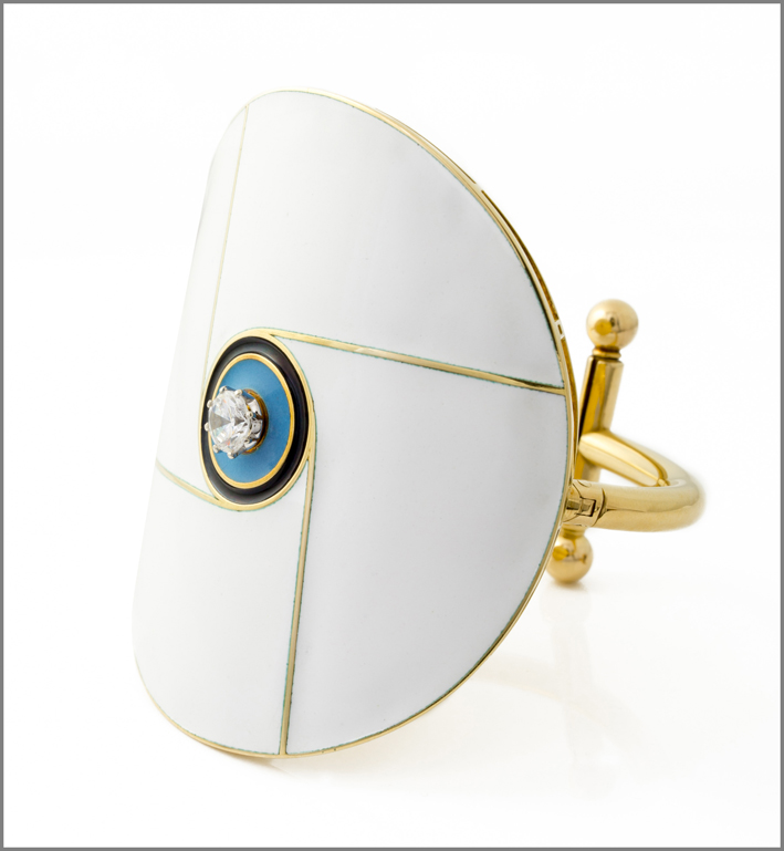 Gio' Pomodoro, bracciale, 1967, oro giallo, smalti, diamante. Photo: Michele Porcari